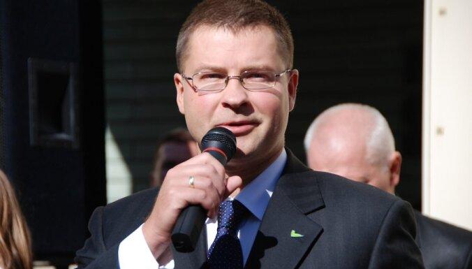 Premjers uzteic Latvijas nācijas garu un aicina pārvarēt kašķīgumu