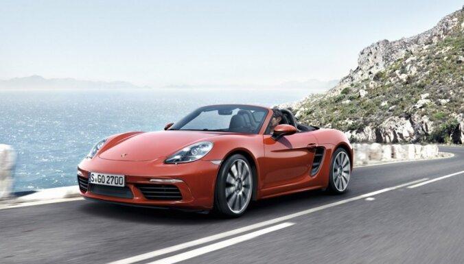 'Porsche' parāda jauno '718 Boxster' ar četrcilindru dzinēju