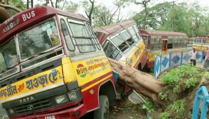 Foto: Ciklona 'Amphan' posta darbi Indijā un Bangladešā