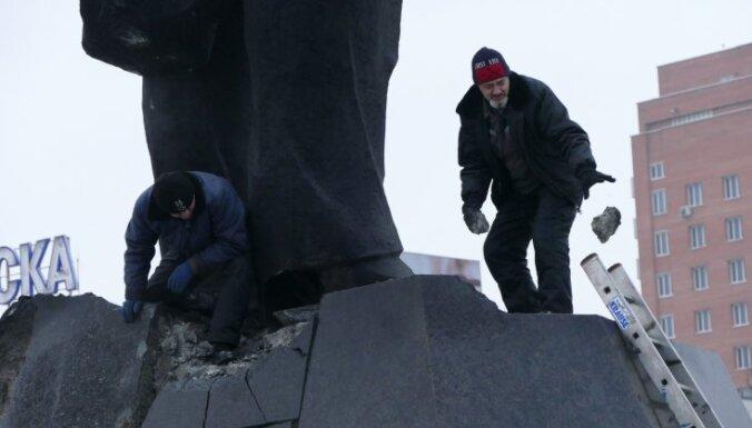 В Донецке неизвестные подорвали памятник Ленину: вождь устоял