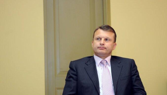 'Oligarhu lietas' izmeklēšanas komisija: Šlesers, iespējams, savās interesēs lobējis grozījumus Imigrācijas likumā