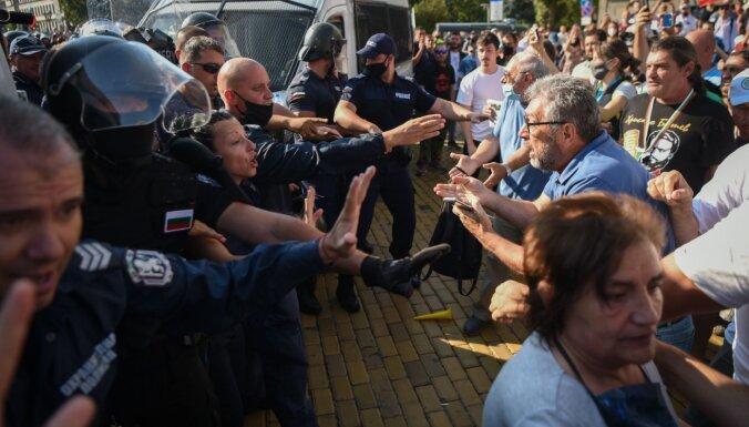 Bulgārijā notikušas protestētāju un policijas sadursmes