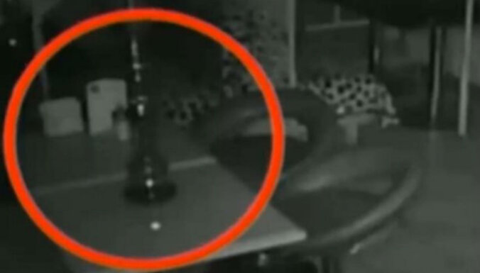 Video: Maskavas bārā nofilmēts šiverīgs poltergeists