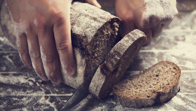 Stiprais komplekts: latvietis un maize