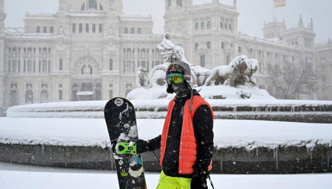 """Испанию парализовали """"сибирские"""" снегопады"""