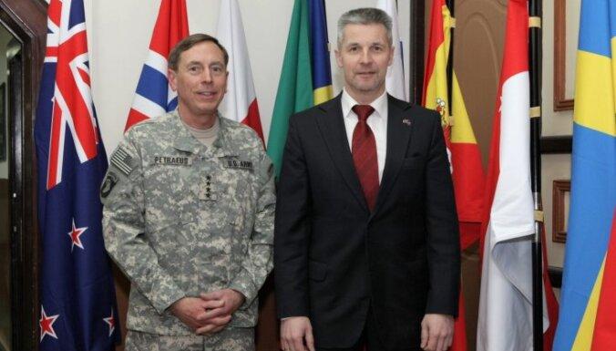 Министр обороны: страны НАТО могут пересмотреть оказание помощи Латвии