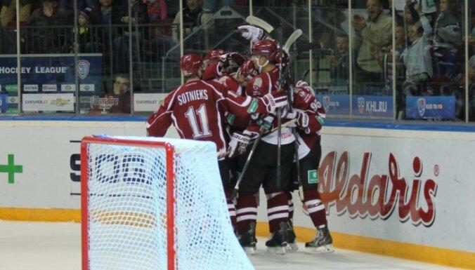 Rīgas 'Dinamo' asiņainā cīņā gūst skaistu uzvaru pār 'Atlant'