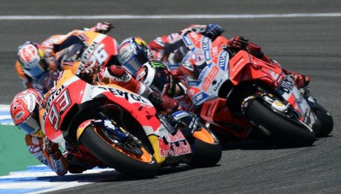 Markess uzvar sezonas ceturtajā 'MotoGP' posmā un pārņem kopvērtējuma vadību