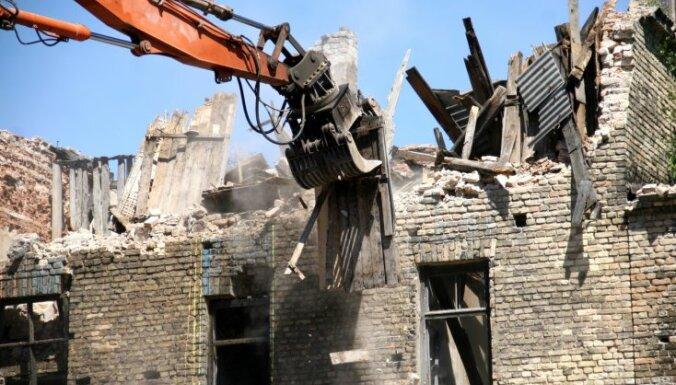 В Риге снесут развалины на ул. Ломoносова и Акменю