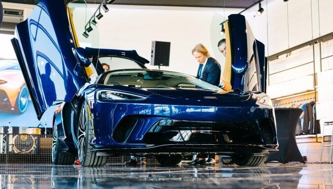 Foto: Rīgā līdz ar 'McLaren' dīlercentra atklāšanu notikusi 'GT' superauto Eiropas pirmizrāde