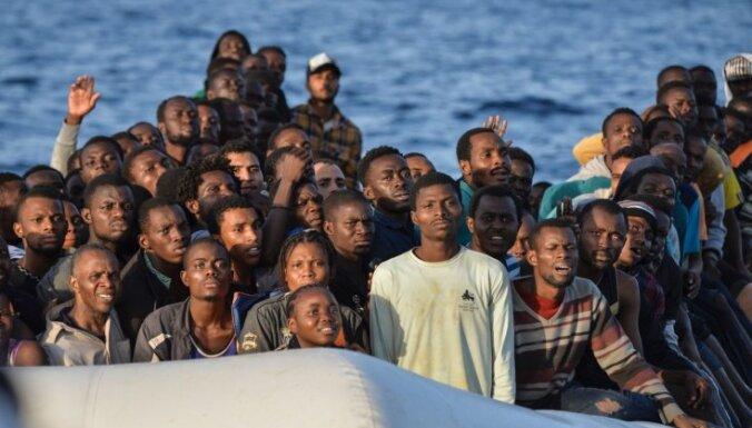 Itālijas senatori aicina jūrā pārtvertos imigrantus izsēdināt Lībijā un Tunisijā