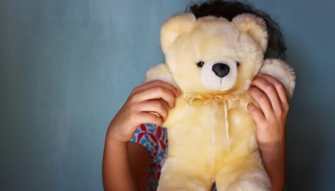 Policijā pabeigta izmeklēšana par četrgadīga zēna seksuālu izmantošanu