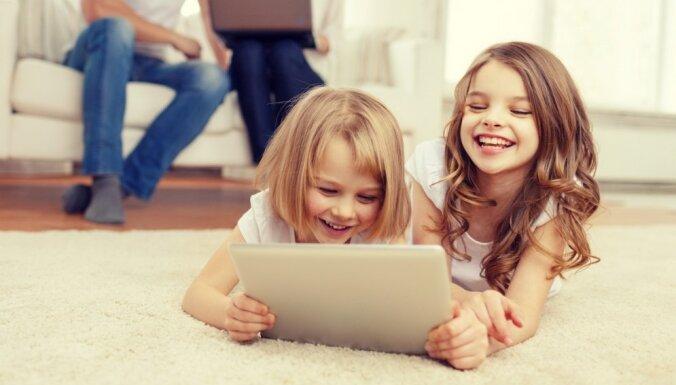 Profesore Zanda Rubene: bērniem tehnoloģijas paredzētas lietošanai kopā ar vecākiem