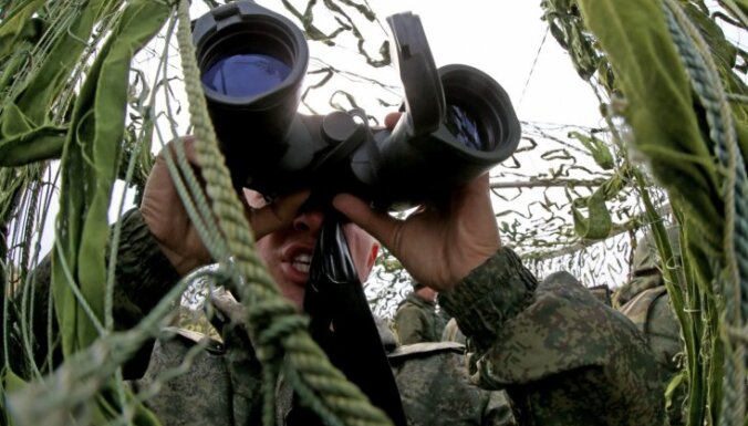 """Министр: Латвия планирует развивать артиллерию, чтобы противостоять """"Градам"""""""