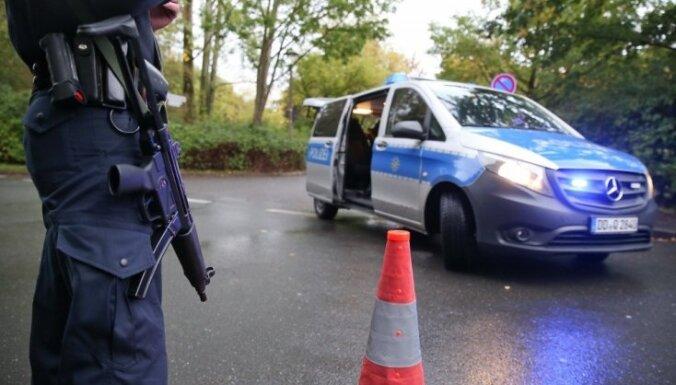 Vācijas policija aizdomās turētā dzīvoklī Kemnicā atrod bīstamas sprāgstvielas