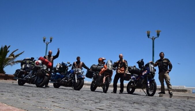 Latviešu motociklisti, sekojot skolēnu norādēm, šķērso Amerikas (1. daļa)