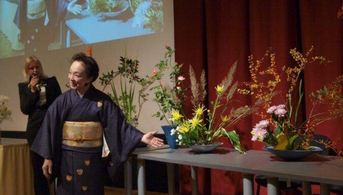 Ikebana - ko tik nevar uztaisīt no ziediem...
