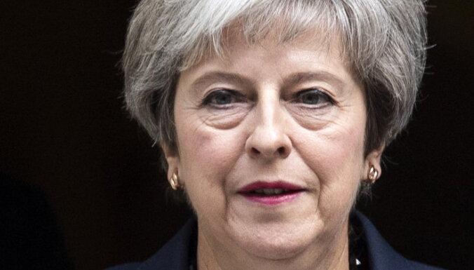 Консерваторы инициировали вотум недоверия премьеру Британии Терезе Мэй