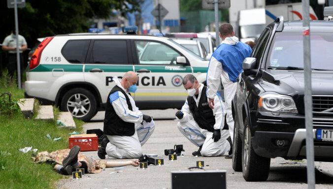 ФОТО: В Словакии вооруженный ножом напал на школу. Погиб один человек