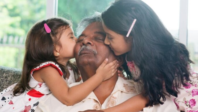 Saņemt atalgojumu par mazbērnu pieskatīšanu: vecvecāku loma Āzijā