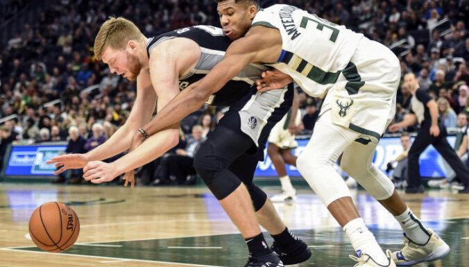 Bertāns aizvada lielisku spēli 'Spurs' zaudējumā pret 'Bucks'