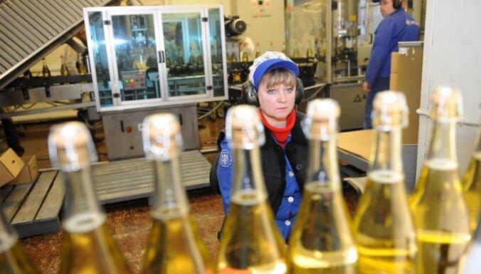 Tirgotāji: ziemā aug pieprasījums pēc dzirkstošā vīna un stiprā alkohola