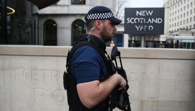 Подозреваемого в терроризме сняли с лондонского рейса в Турцию