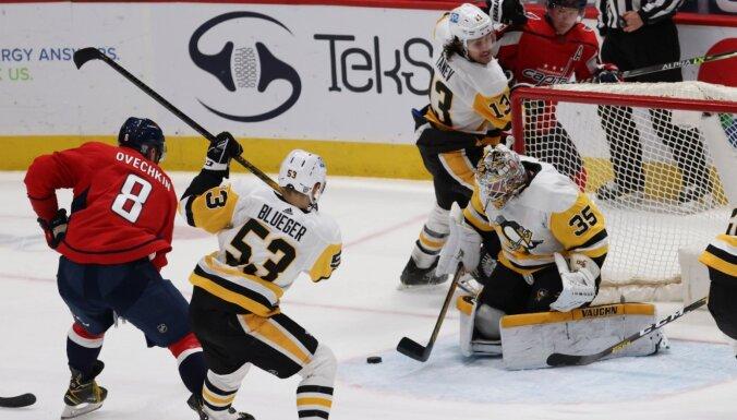 Bļugeram notikumiem bagātas minūtes mazākumā; 'Penguins' zaudē 'Capitals'