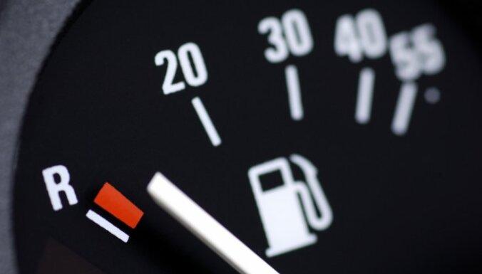 В Риге на АЗС подорожало топливо; в Вильнюсе оно заметно дешевле