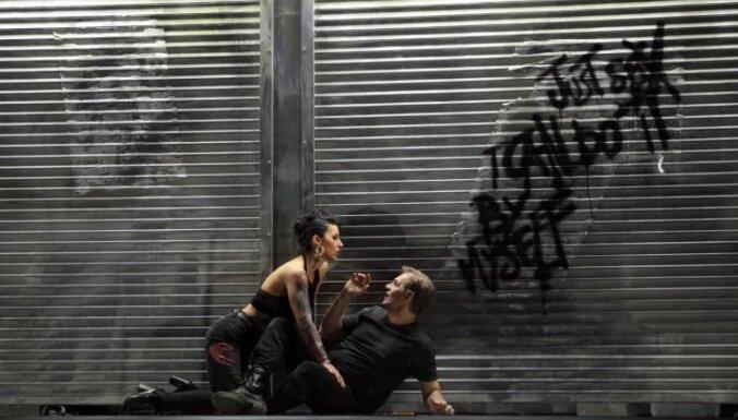Izrādes apskats: Karmena starp blokmājām un hiphoperiem