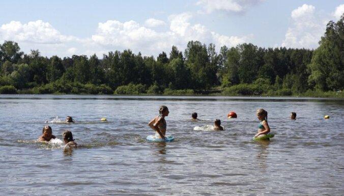 Ūdens temperatūra upēs un ezeros svārstās ap +20 grādiem