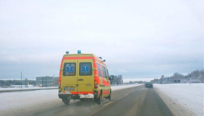 Бригаде скорой помощи пришлось 2 км идти к больному пешком