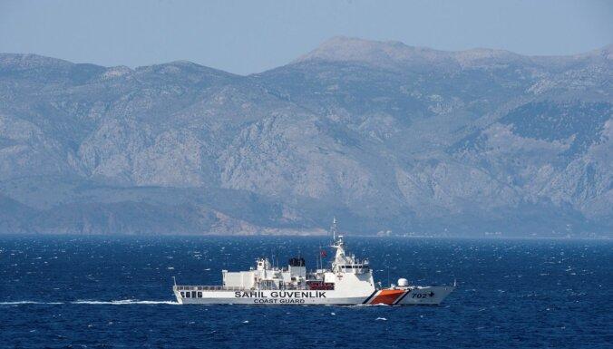 'Frontex' ziņo par Turcijas krasta apsardzes provokatīviem manevriem