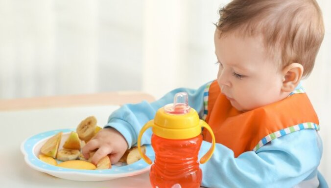 No brokastīm līdz vakariņām: kam jābūt uz mazuļa šķīvja katrā ēdienreizē