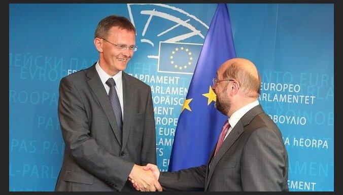 Предпоследний шаг к евро: Латвию поддержал Европарламент