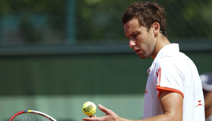 'French Open': Ernests Gulbis - Mihails Kukuškins 4-6, 6-7 (4:7), 7-5, 6-2, 4-6