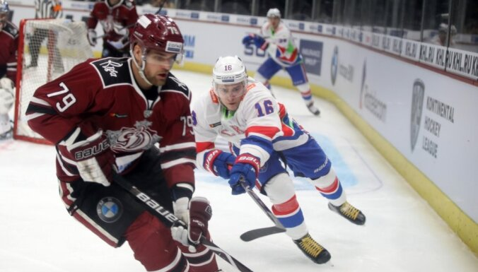 Rīgas 'Dinamo' mačā pret SKA ielaiž septiņus vārtus un pamatīgi zaudē