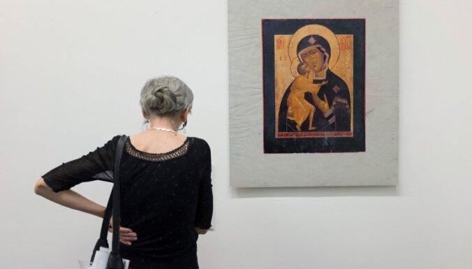 Agresīva sieviete Krievijā sadauza miljonu rubļu vērtu ikonu
