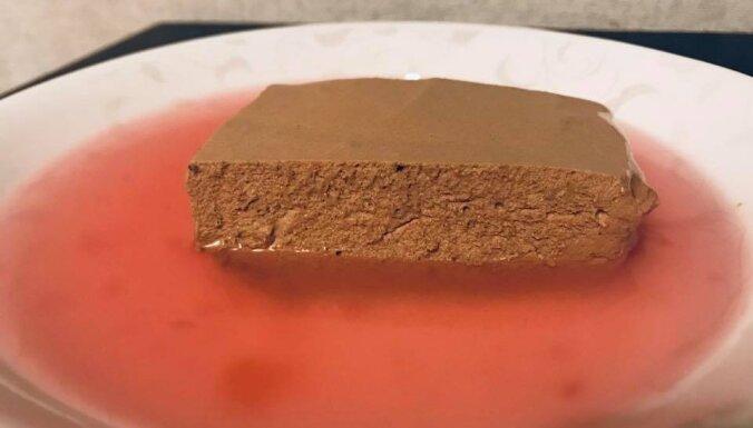 Kakao un krējuma krēms ar dzērveņu ķīseli
