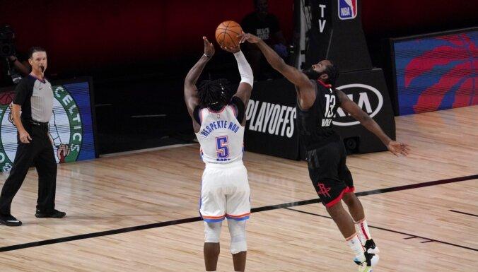 'Rockets' un 'Heat' notikumiem bagātās spēļu galotnēs izrauj panākumus