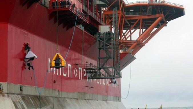 """Активисты Greenpeace захватили нефтяную платформу """"Газпрома"""""""