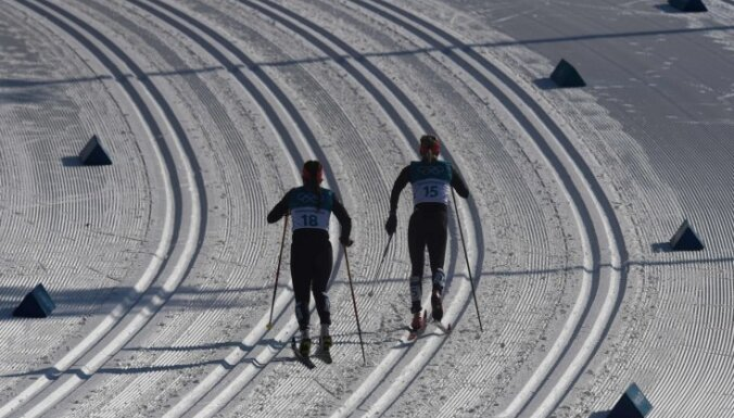 Pasaules čempionāta slēpošanā norises vietā aiztur Austrijas, Igaunijas un Kazahstānas sportistus
