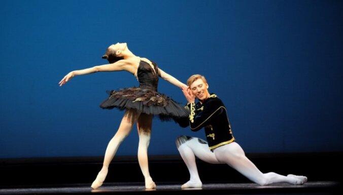 Foto: Ar vētrainiem aplausiem noslēdzies Eiropas baleta galā koncerts