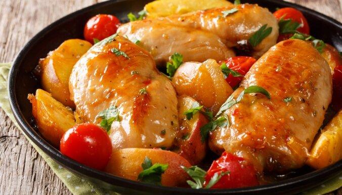 Saldskābās vistas filejas ar persikiem
