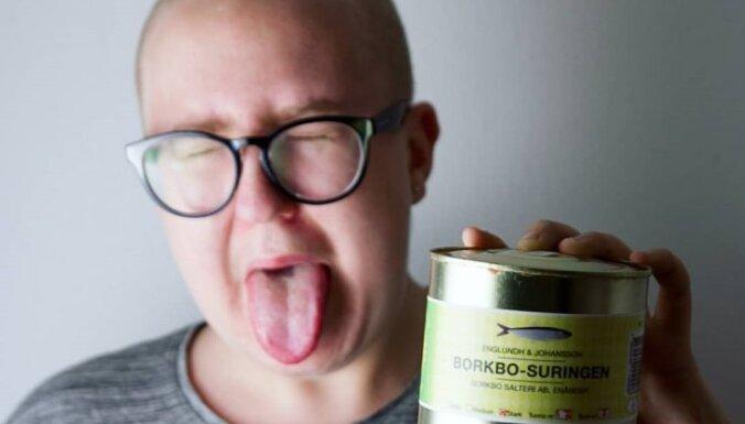 Kā pareizi ēst zviedru pūdēto siļķi jeb 'surströmming'