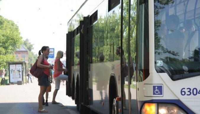 Brīvības ielā pagarinās sabiedriskā transporta joslu