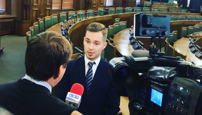 'Visi vēlamies vienu' – viens no jaunākajiem deputātiem spiedienu Saeimā nejūt
