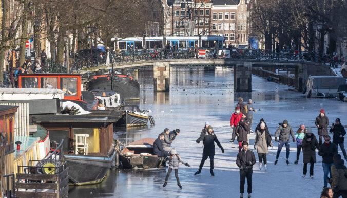 Nīderlandes tiesa liek valdībai atcelt komandantstundu