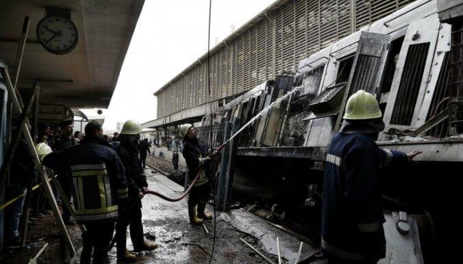 Ugunsgrēks Kairas dzelzceļa stacijā: aizturēts vilciena mašīnists