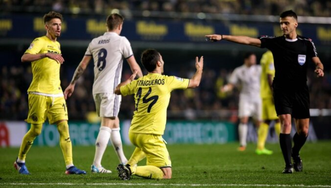 Referee Jesus Manzano points penalty kick Villarreal Manu Trigueros
